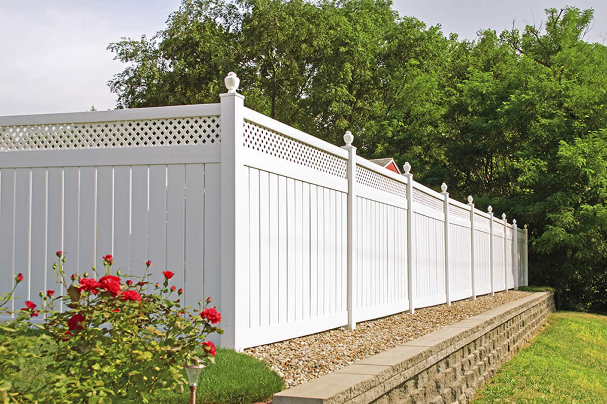 5 Reasons a Vinyl Fence may be the Best Choice