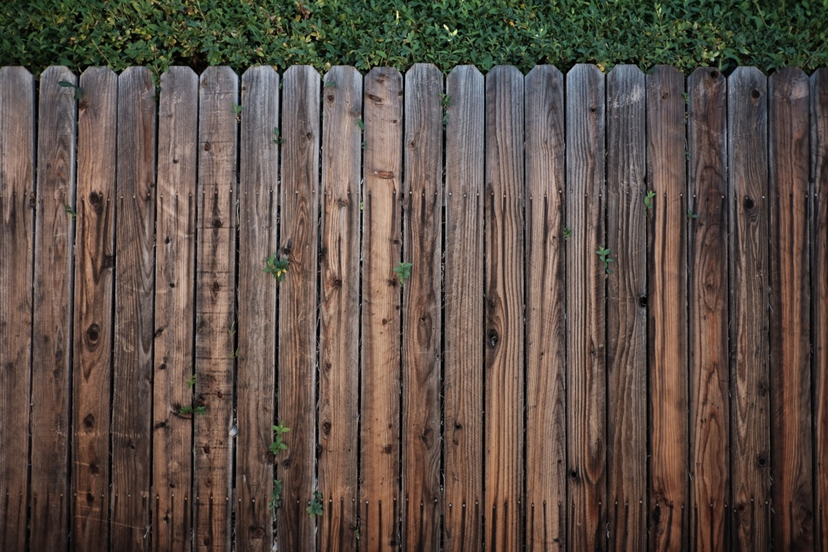 Five Tips to Maintain Your Wood Fence