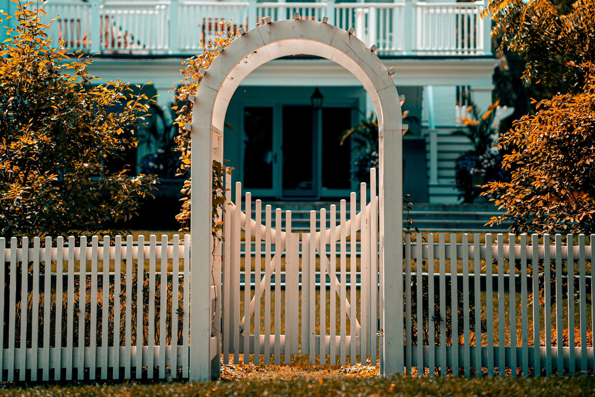 Tips to Consider When Building a Security Fence in Central Florida