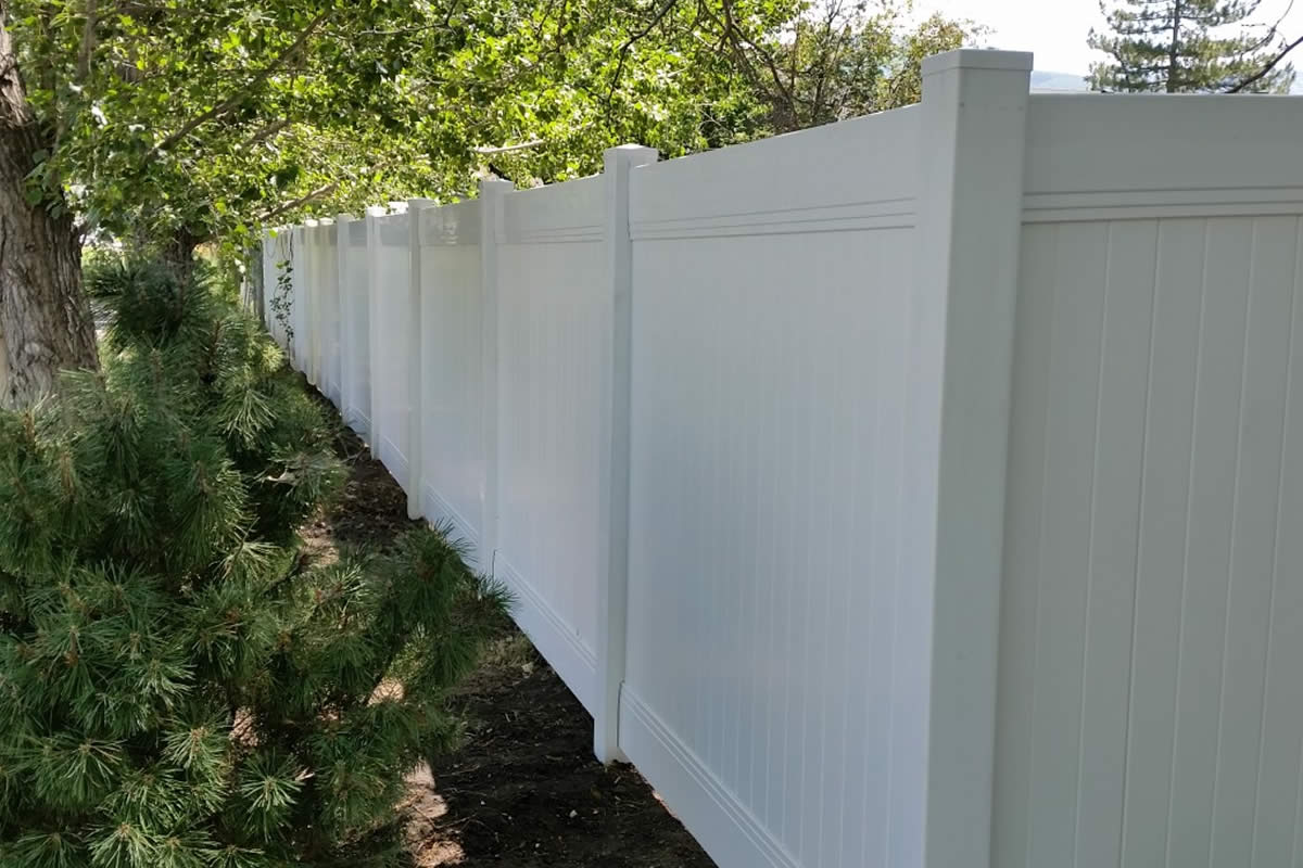 5 Myths about Vinyl Fencing Debunked