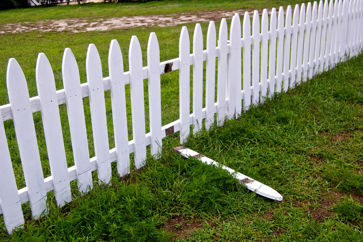 Signs it's Time to Repair Your Florida Fence