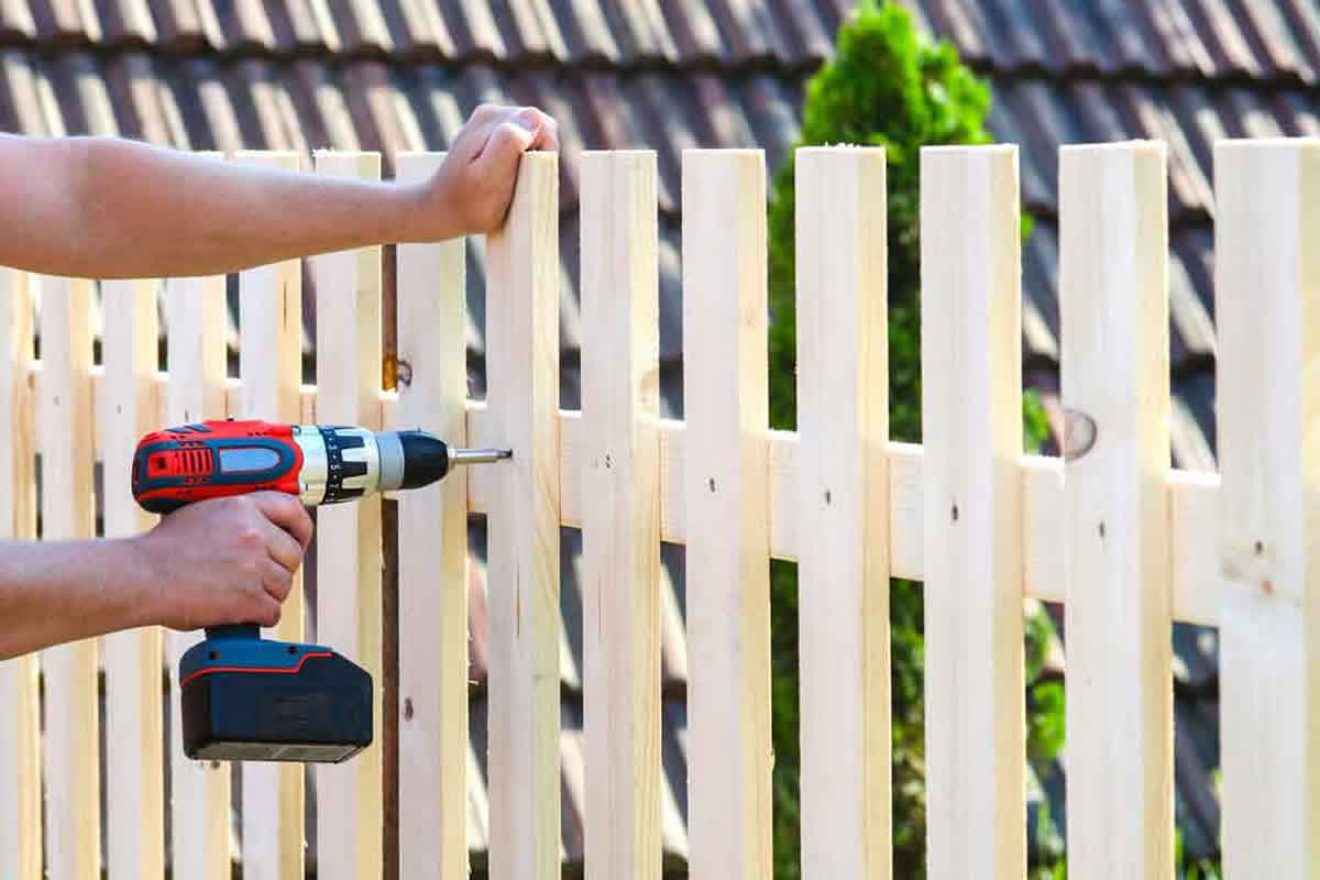 What to Consider Before You Call Our Fence Contractors in Heathrow