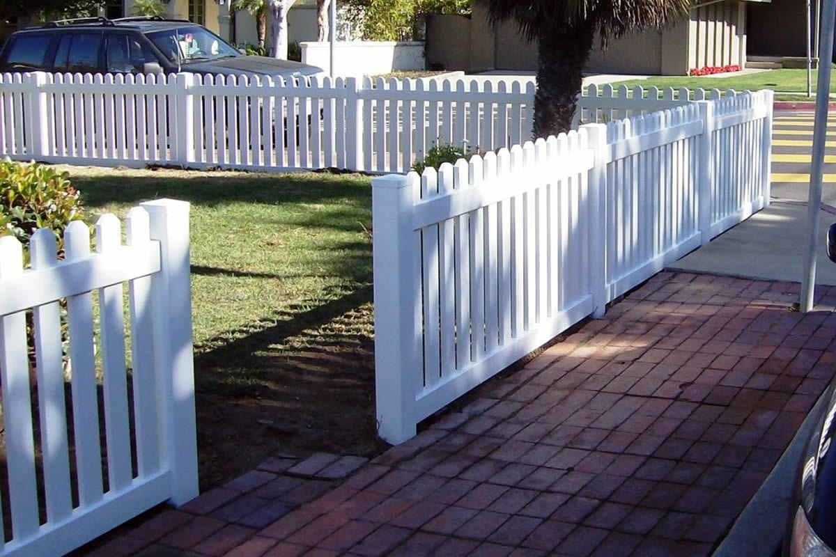 Why You Should Add a Fence to Your Front Yard in Florida