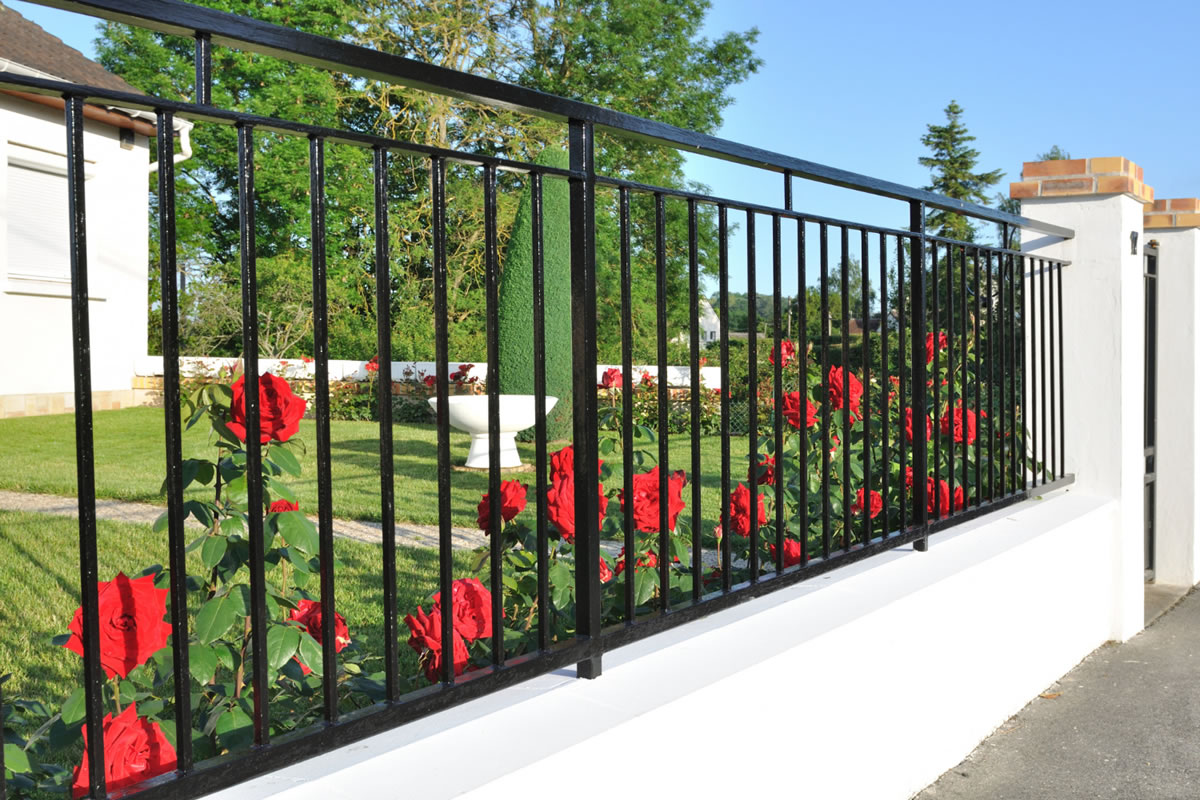 Five Factors to Consider When Adding a Fence to Your Front Yard