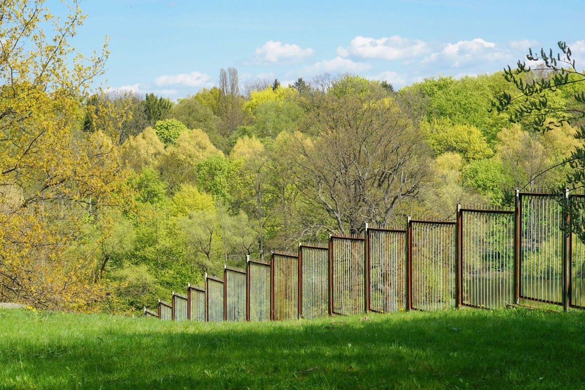 Five Reasons to Get a Steel Metal Fence